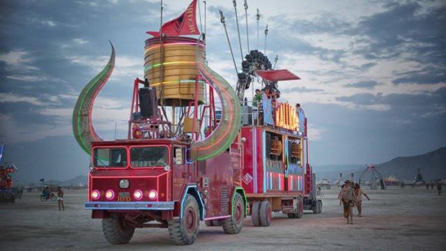 Постапокалиптический транспорт на фестивале Burning Man