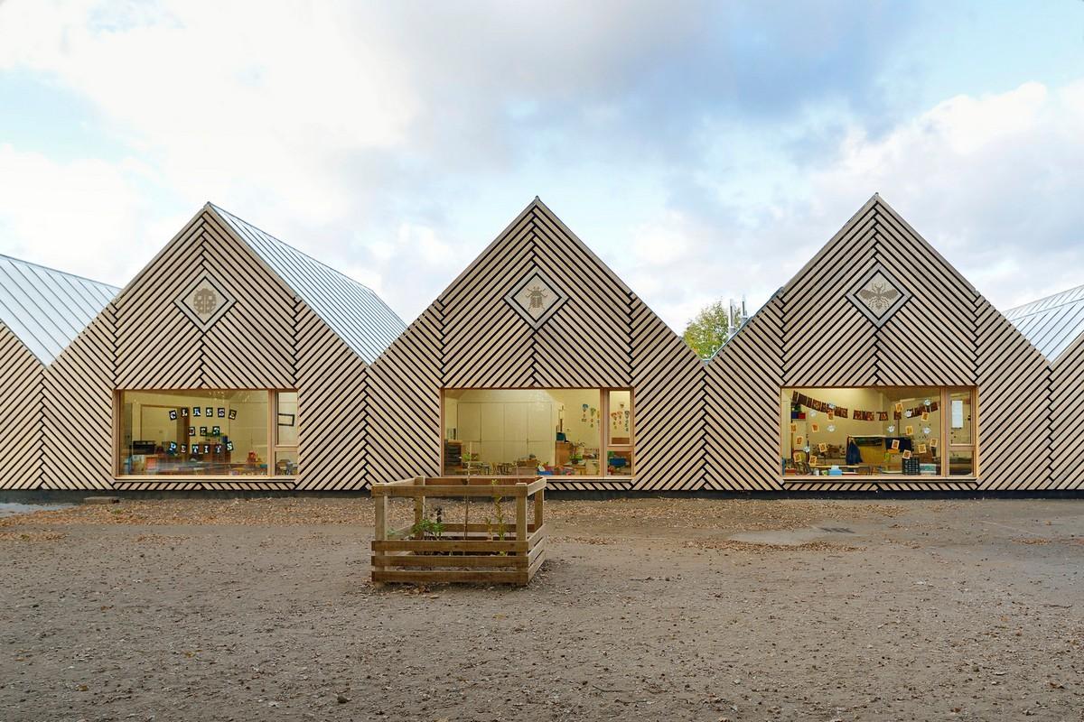 Эко-детсад Улей с линейным фасадом во Франции