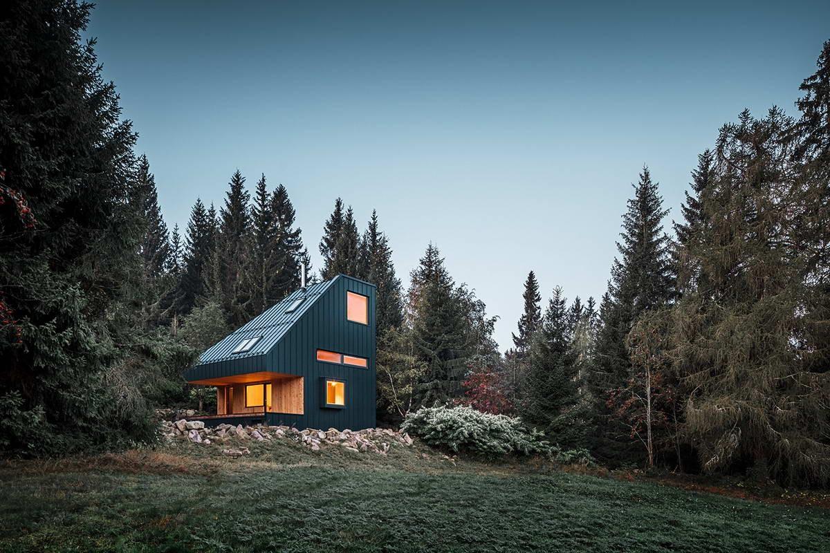Шале в лесном окружении в Рудных горах Чехии
