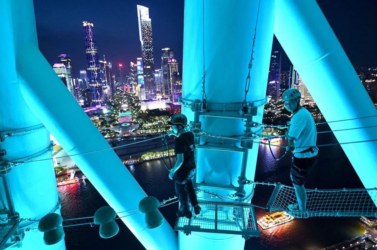 Восхождение на телебашню Гуанчжоу как аттракцион для туристов