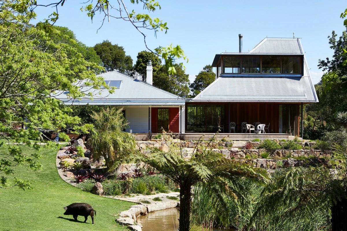 Дом в окружении идиллического пейзажа в Австралии