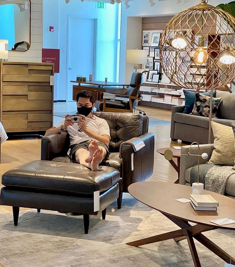 Испытания для мужчин, ждущих своих жен во время шопинга