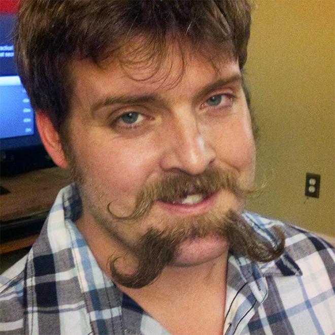 Двойные усы - новый мужской тренд