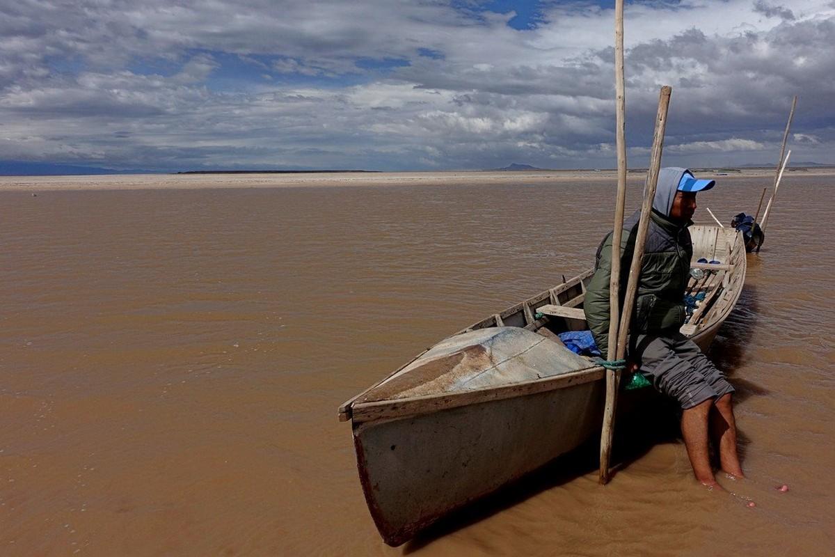 Солёное озеро Поопо в Боливии превратилось в пустыню