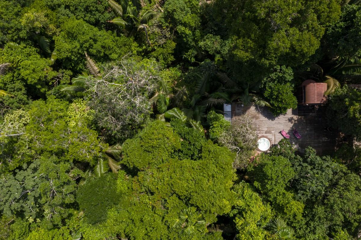 Дом в тропических лесах на северо-западе Бразилии