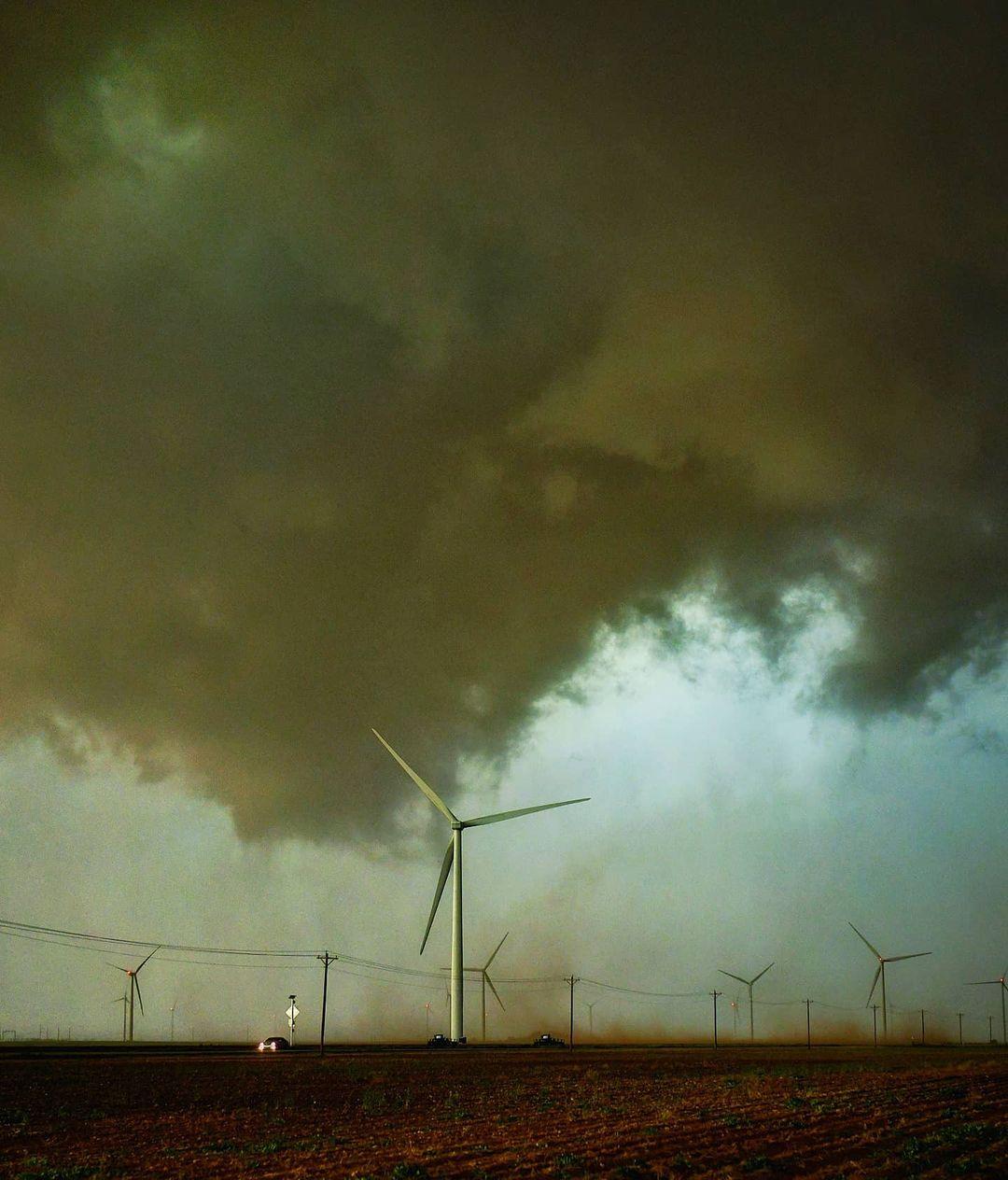 Яростные торнадо, грозы и штормы на снимках Грега Джонсона