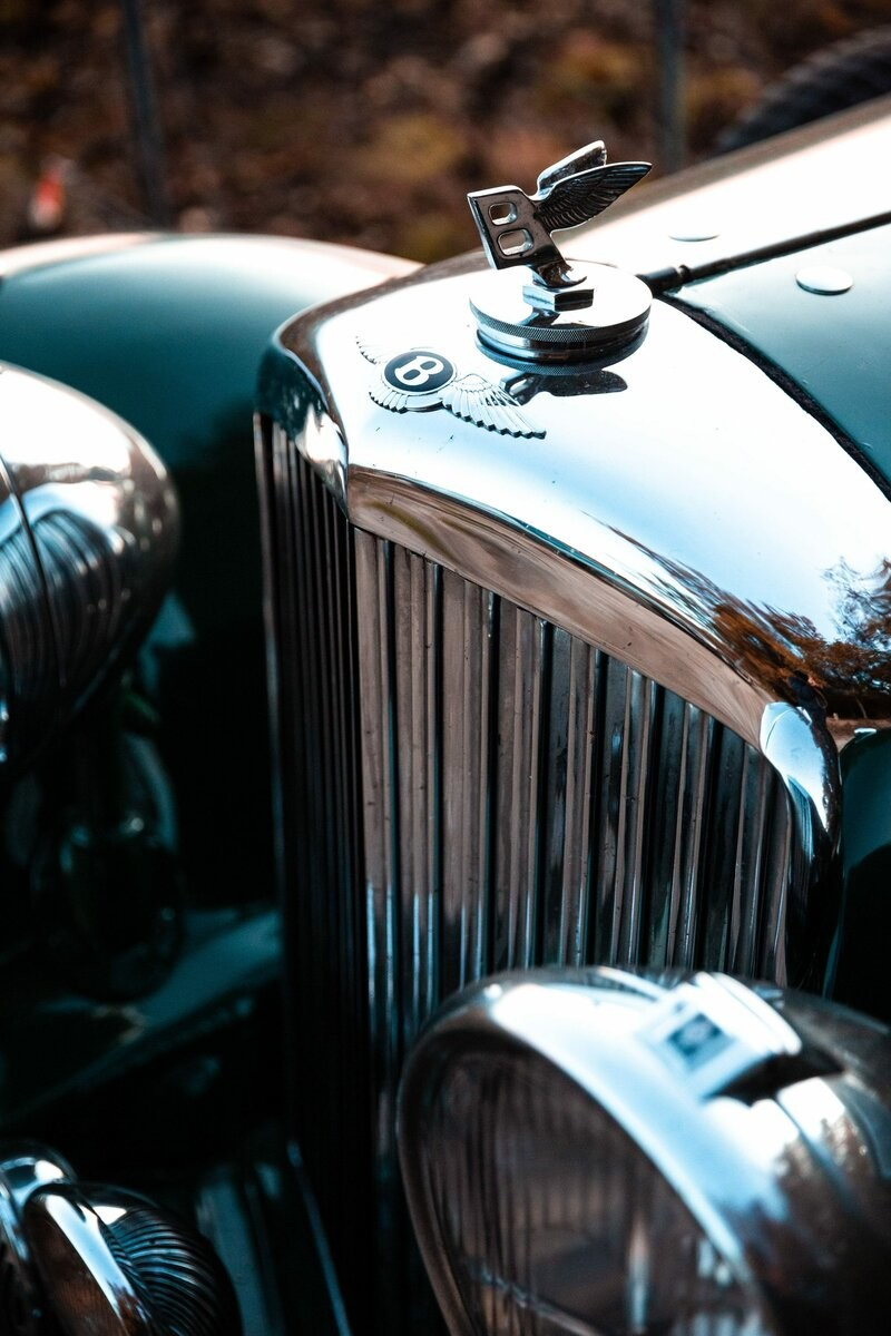 Bentley 1937 года с уникальным кузовом для доставки элитного шампанского