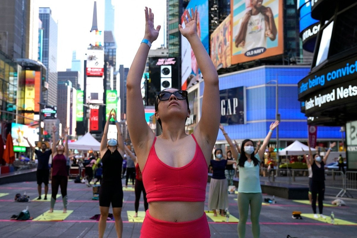 Кадры празднования Международного дня йоги по всему миру