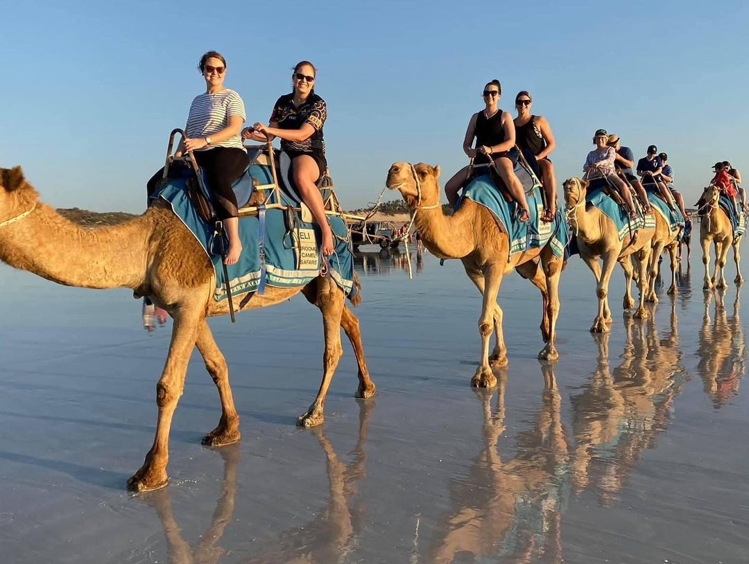 Австралийцы едут отдыхать на пляжи в городок Брум