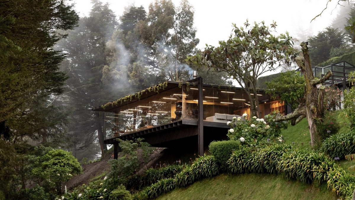 Пристройка к дому на лесном склоне в Эквадоре