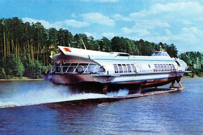 Советский теплоход на подводных крыльях Метеор