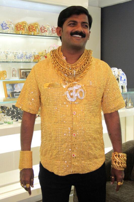 Почему на индийцах столько золота и с чем связан его желтый цвет