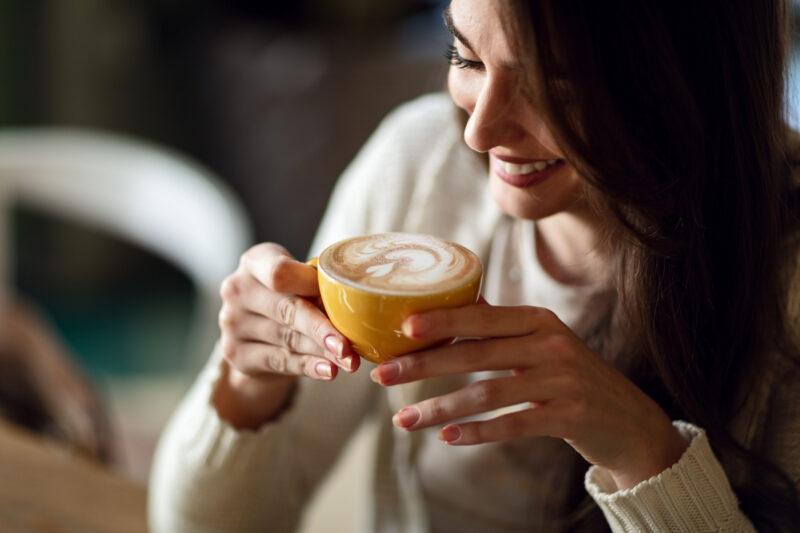 Почему кофе запивают водой?