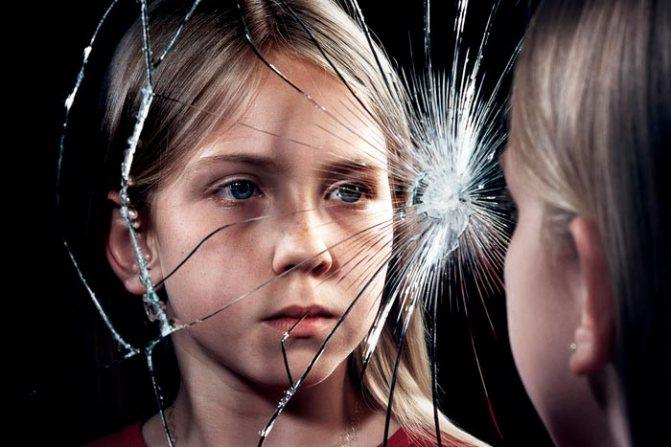 Как появилось суеверие про разбитые зеркала