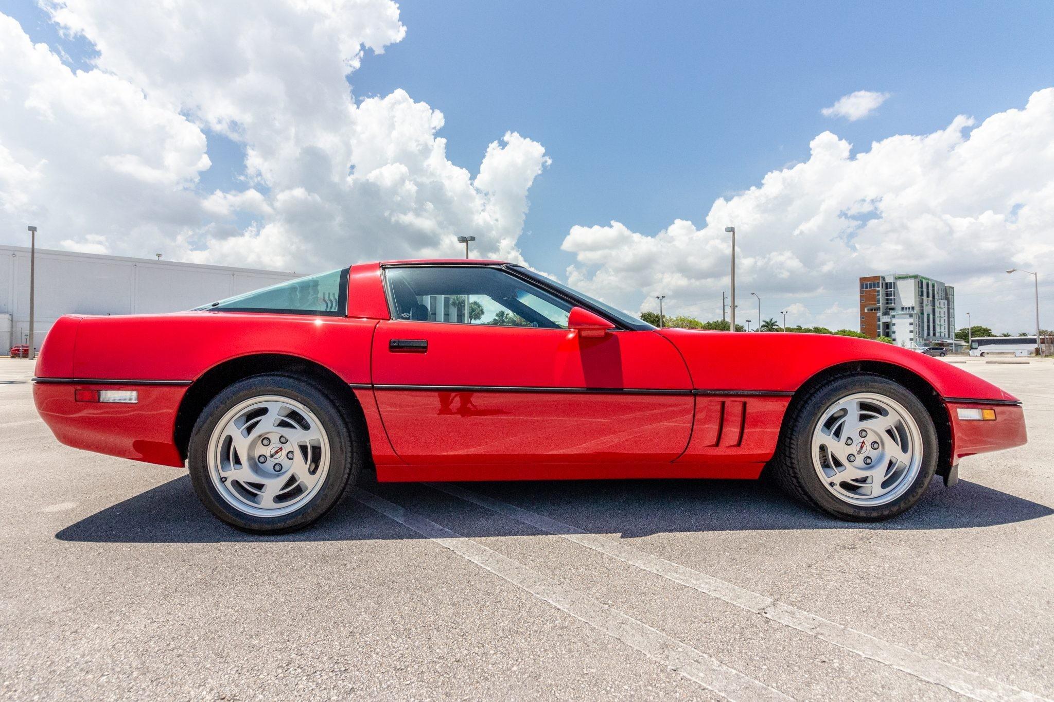 Chevrolet Corvette ZR-1 1990 года в идеальном состоянии