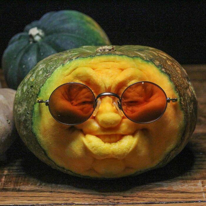 Мастер по резьбе превращает овощи и фрукты в разных персонажей