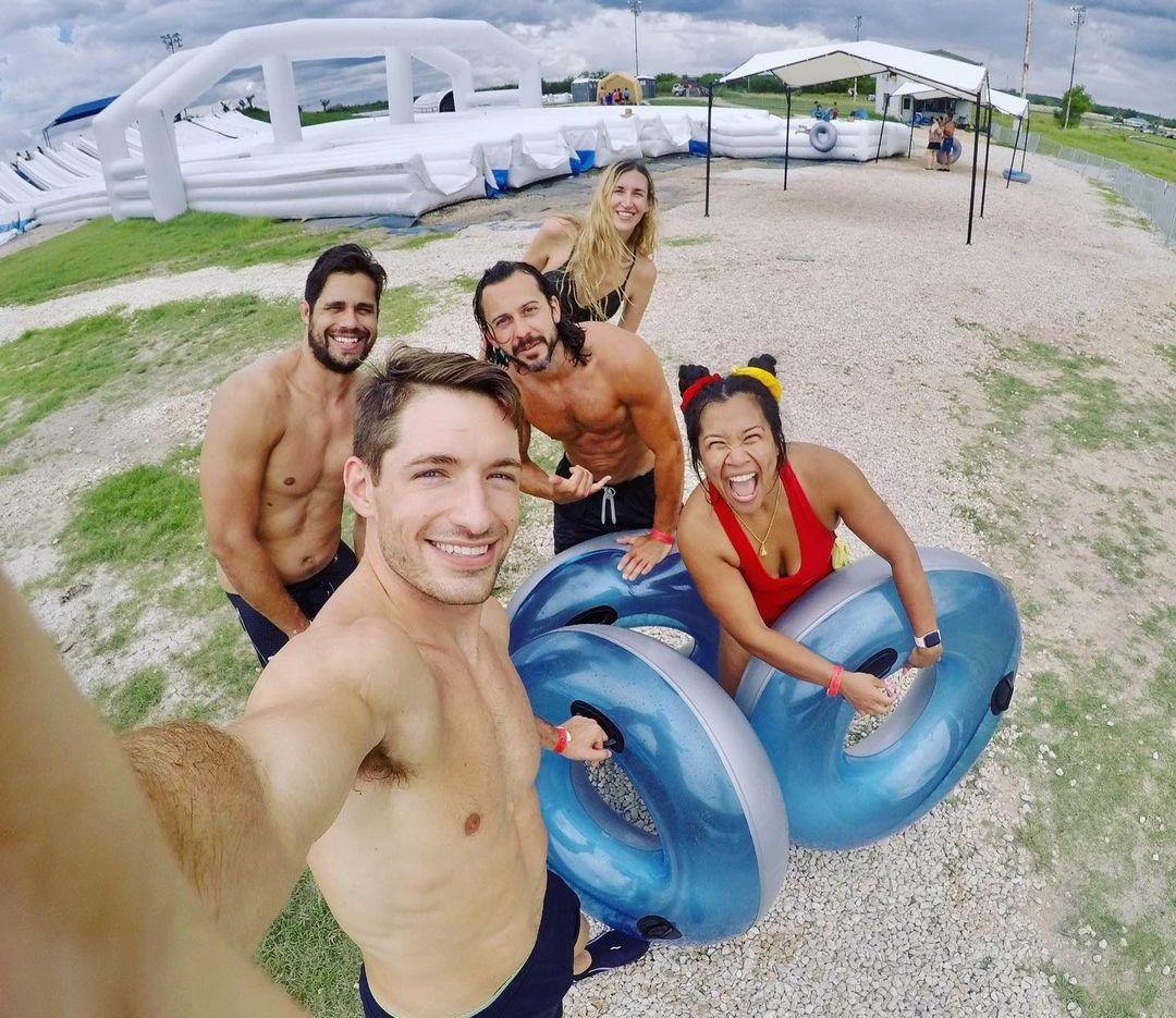 Большой фестиваль надувных горок и кругов Slide The Slopes в США