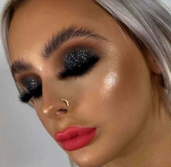 Неудачный макияж, глядя на который хочется дать девушкам мыло