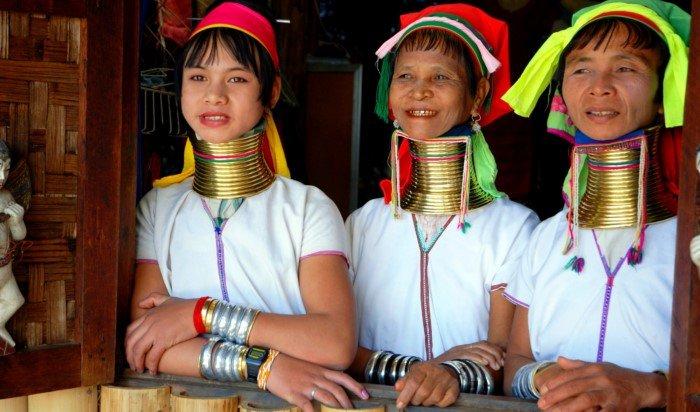Для чего женщины падаунг в Азии удлиняют себе шеи?