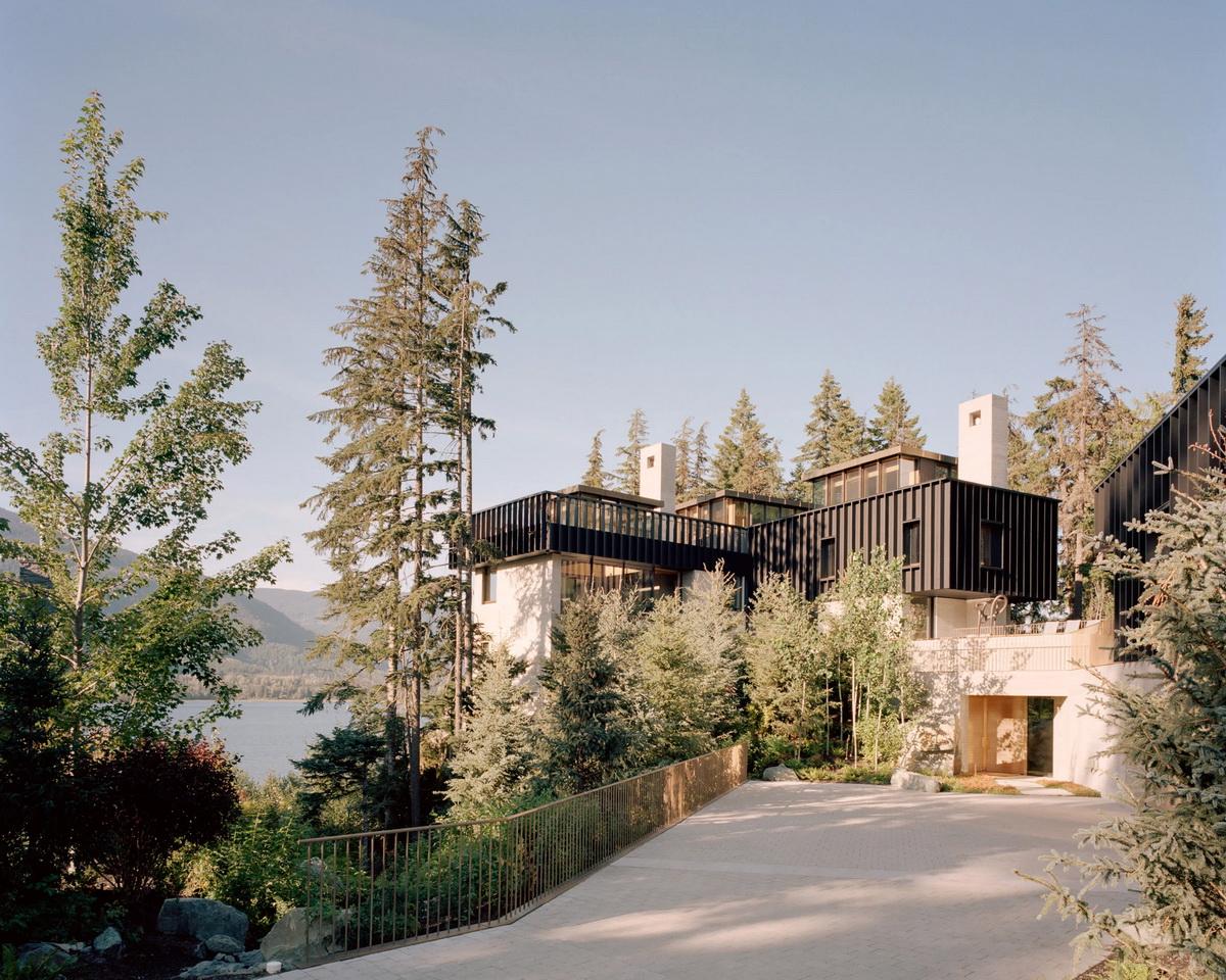 Семейный дом на скале в Канаде