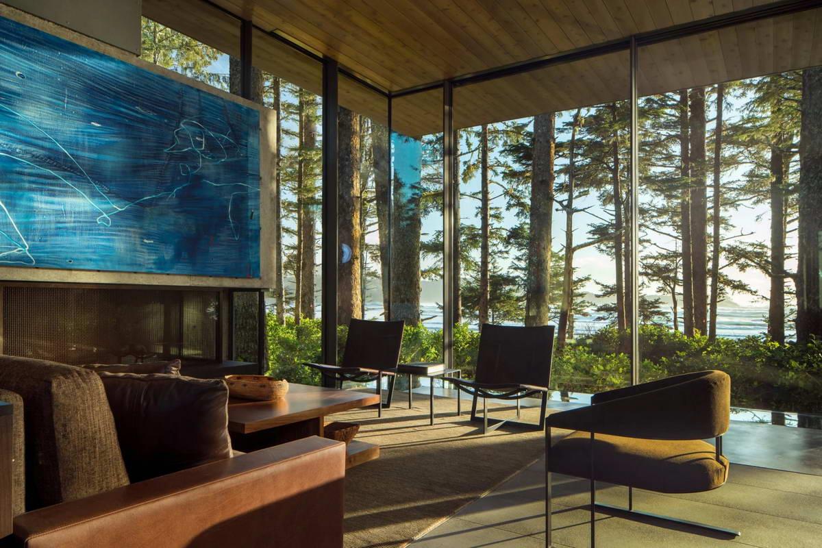 Дом для отдыха на лесистом берегу океана в Канаде