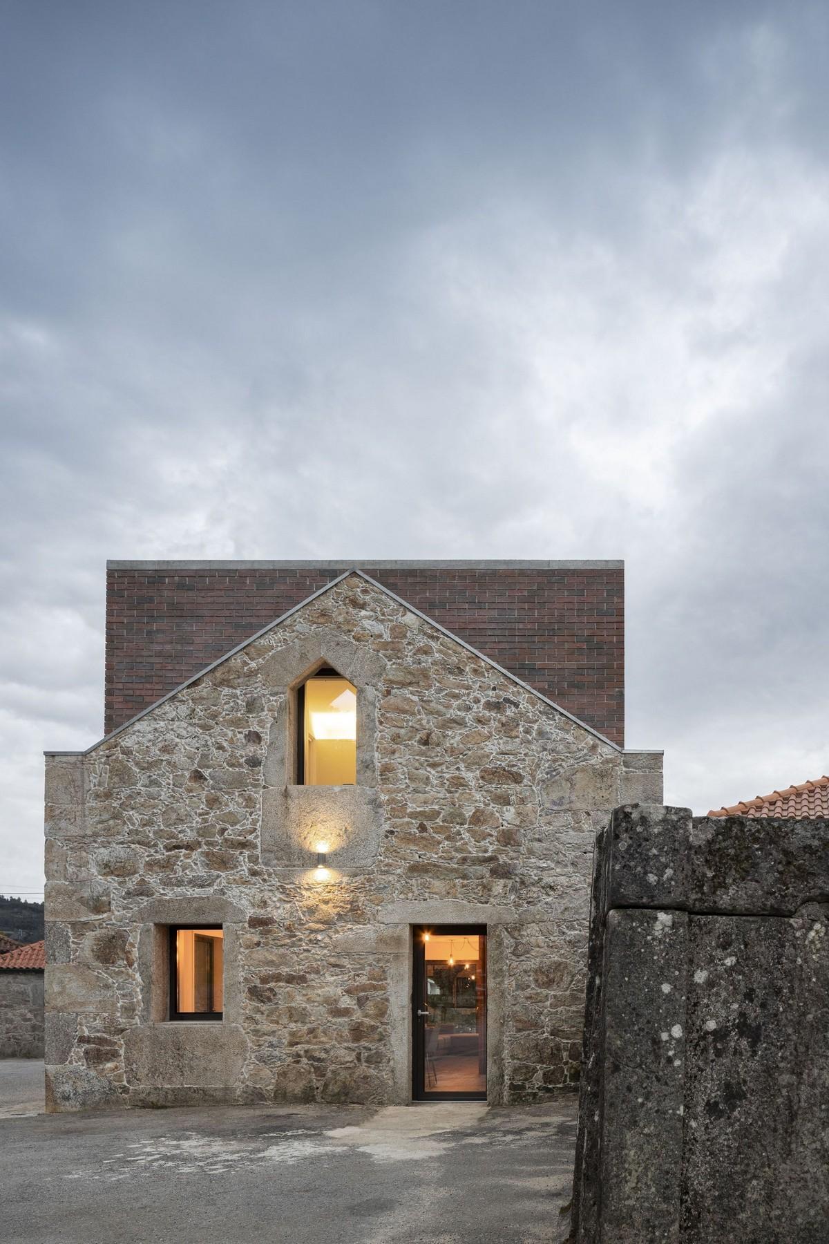 Реконструкция традиционного каменного дома в португальской деревне