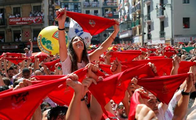 Зачем люди в Испании бегают от быков на праздник Сан-Фермин?