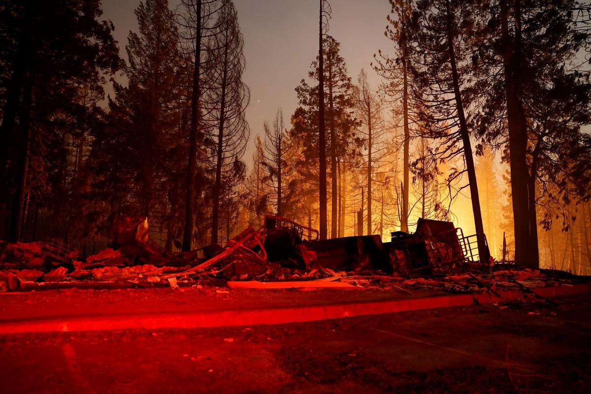 Пожар в Калифорнии уничтожил городок Гризли-Флэтс