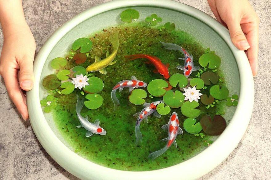Рыбки, драконы и другие существа на детализированных картинах из смолы