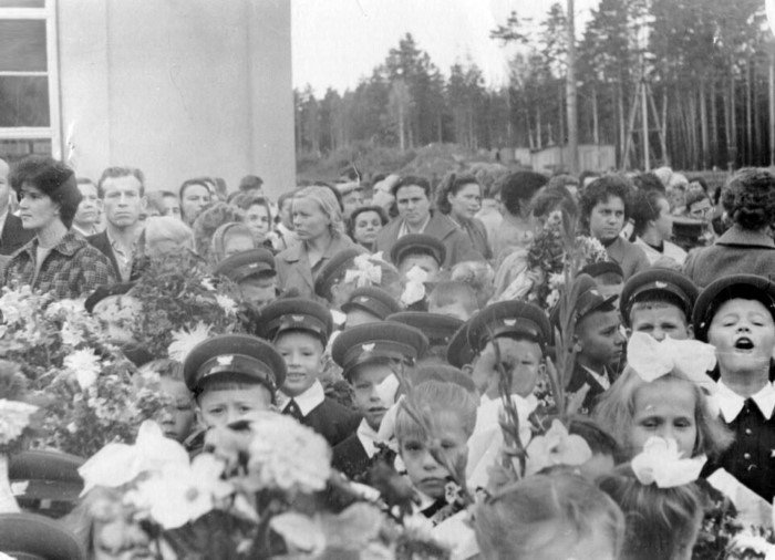 Линейки 1 сентября в СССР на снимках разных лет