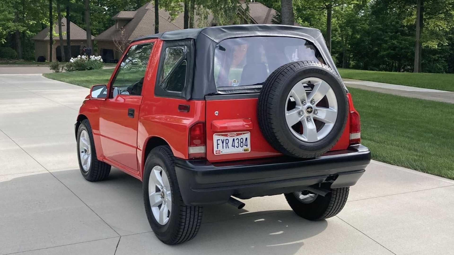 Geo Tracker 1996 года с двигателем Camaro V6