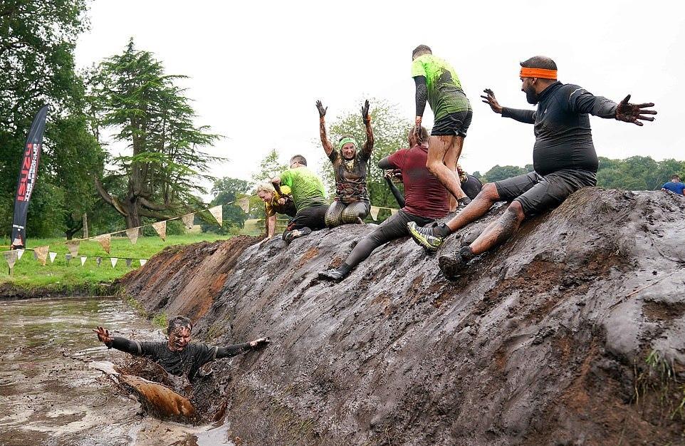 Экстремальный забег по грязи Tough Mudder UK в Чешире