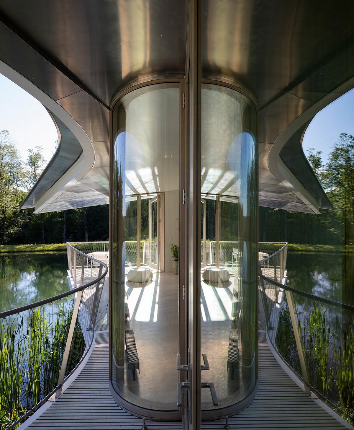 Загородный дом для отдыха на берегу пруда в США