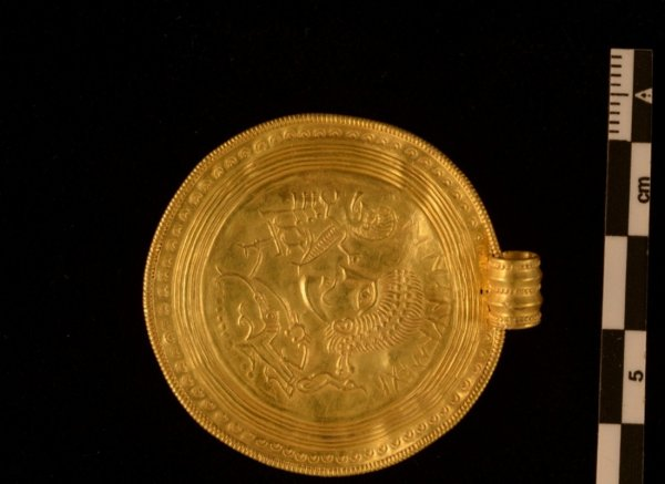 Мужчина из Дании впервые отправился искать сокровища и нашел золото викингов