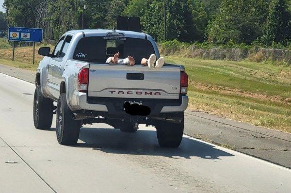 Забавные ситуации на дорогах и фейлы водителей