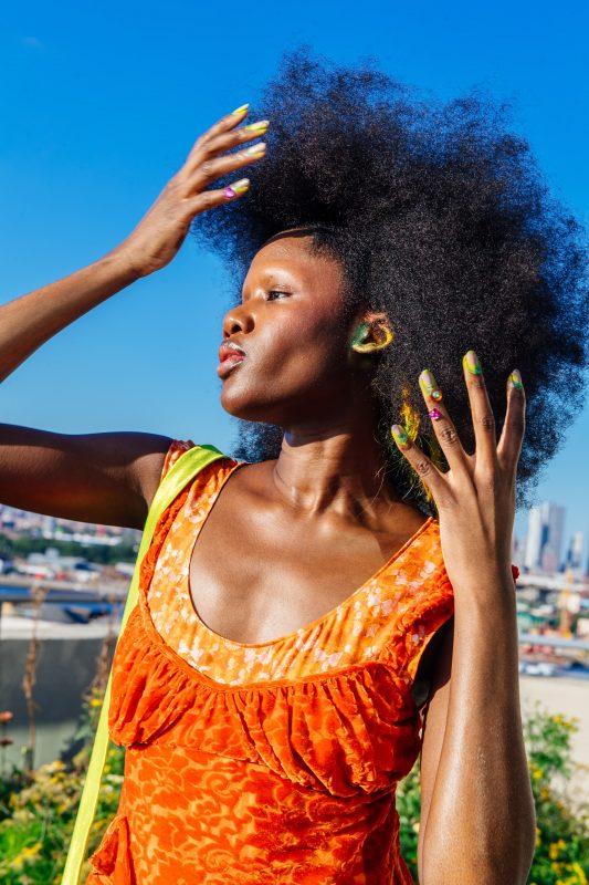 Мейкап ушей — новый тренд макияжа