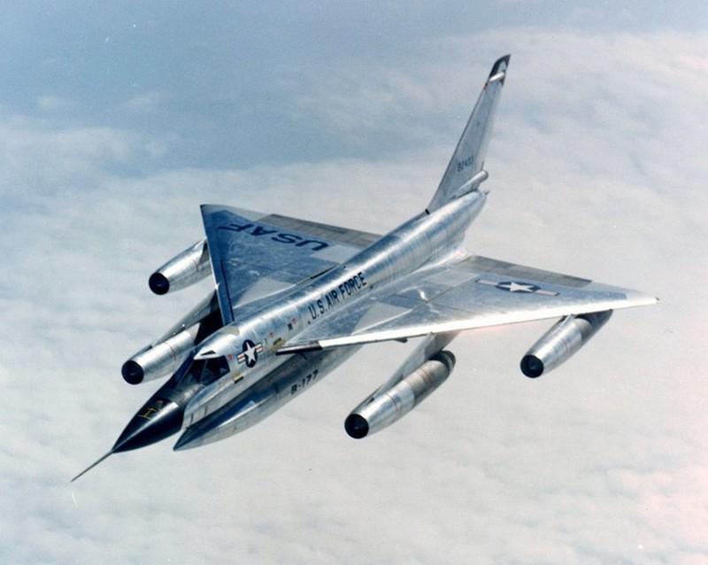 Военные самолёты, которые ассоциируются с гонкой вооружений и Холодной войной