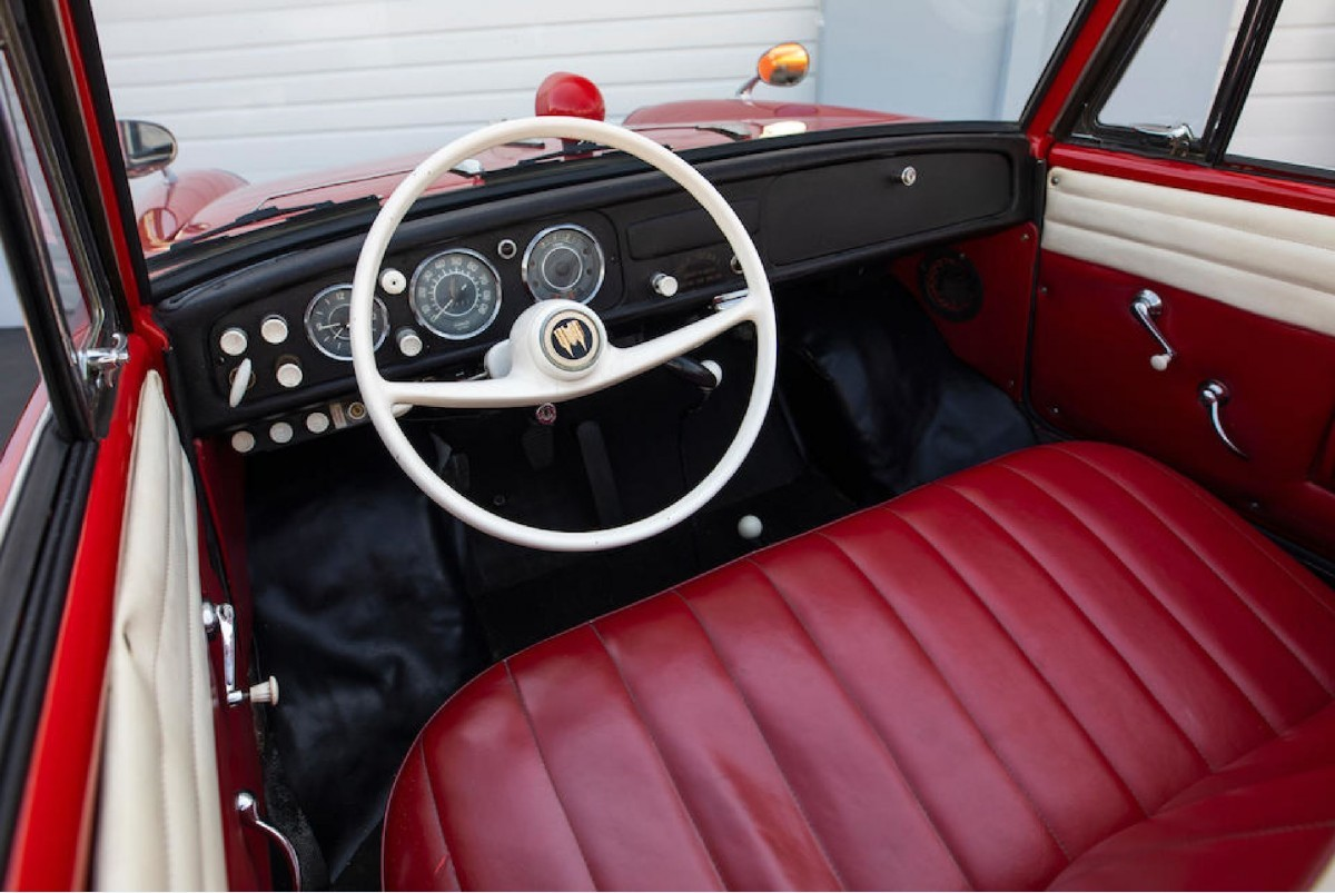 Кабриолет Amphicar 770 - плавающая машина из прошлого