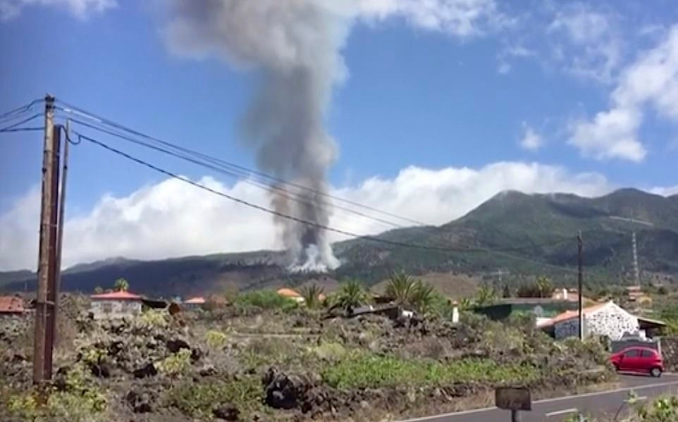 На Канарском острове Ла-Пальма извергся вулкан Кумбре-Вьеха