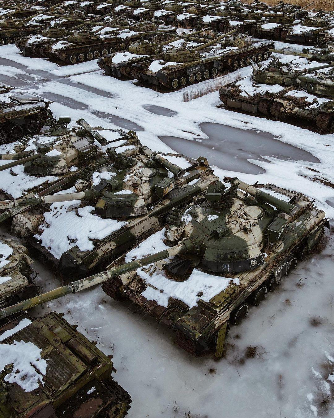 Брошенная техника, гниющая на военных базах по всему миру