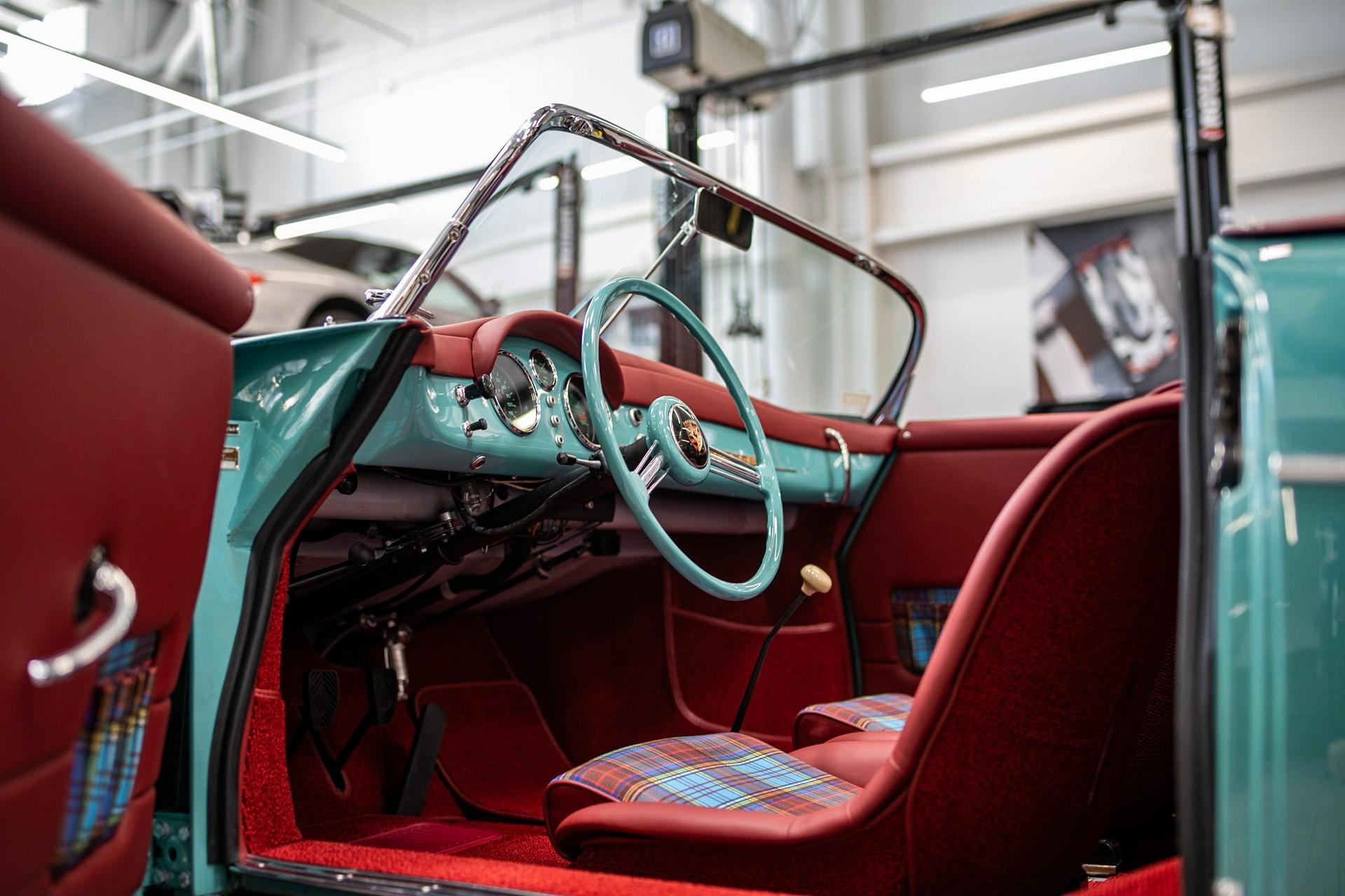 Отреставрированный Galpinized Porsche 356 Speedster 1955 года