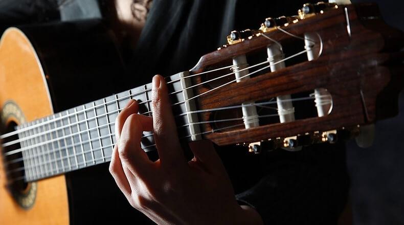 Вы думали нельзя? Можно! Учимся играть на гитаре самостоятельно