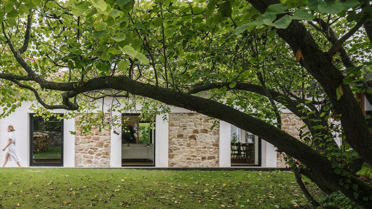 Реконструкция бывшей конюшни в загородный дом в Испании