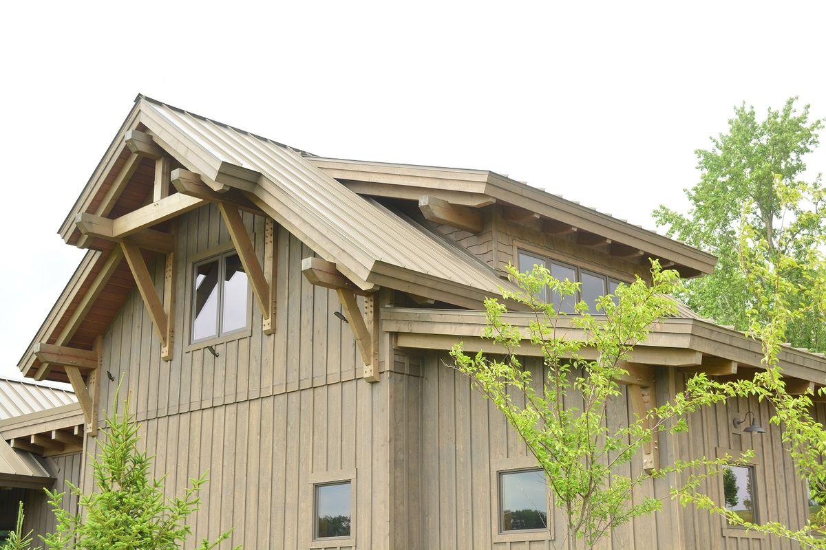 Деревянный особняк на склоне в США