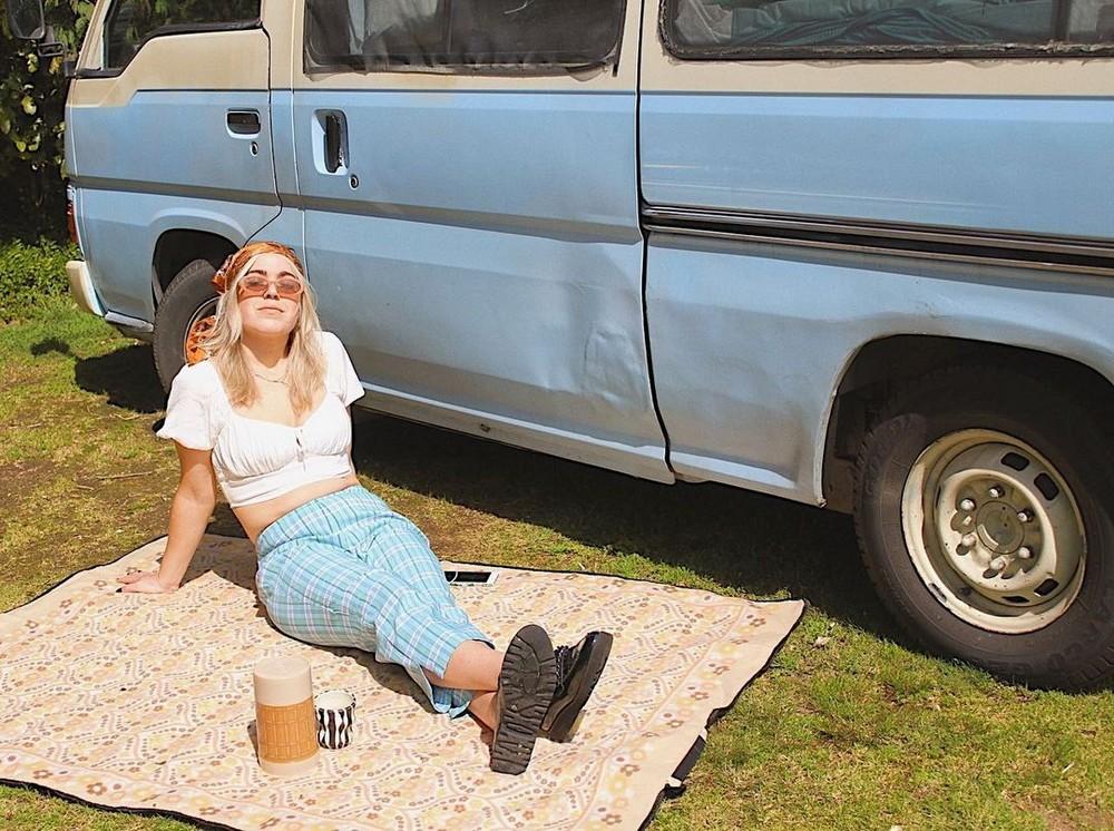 Девушка перебралась жить в фургон и экономит на аренде жилья