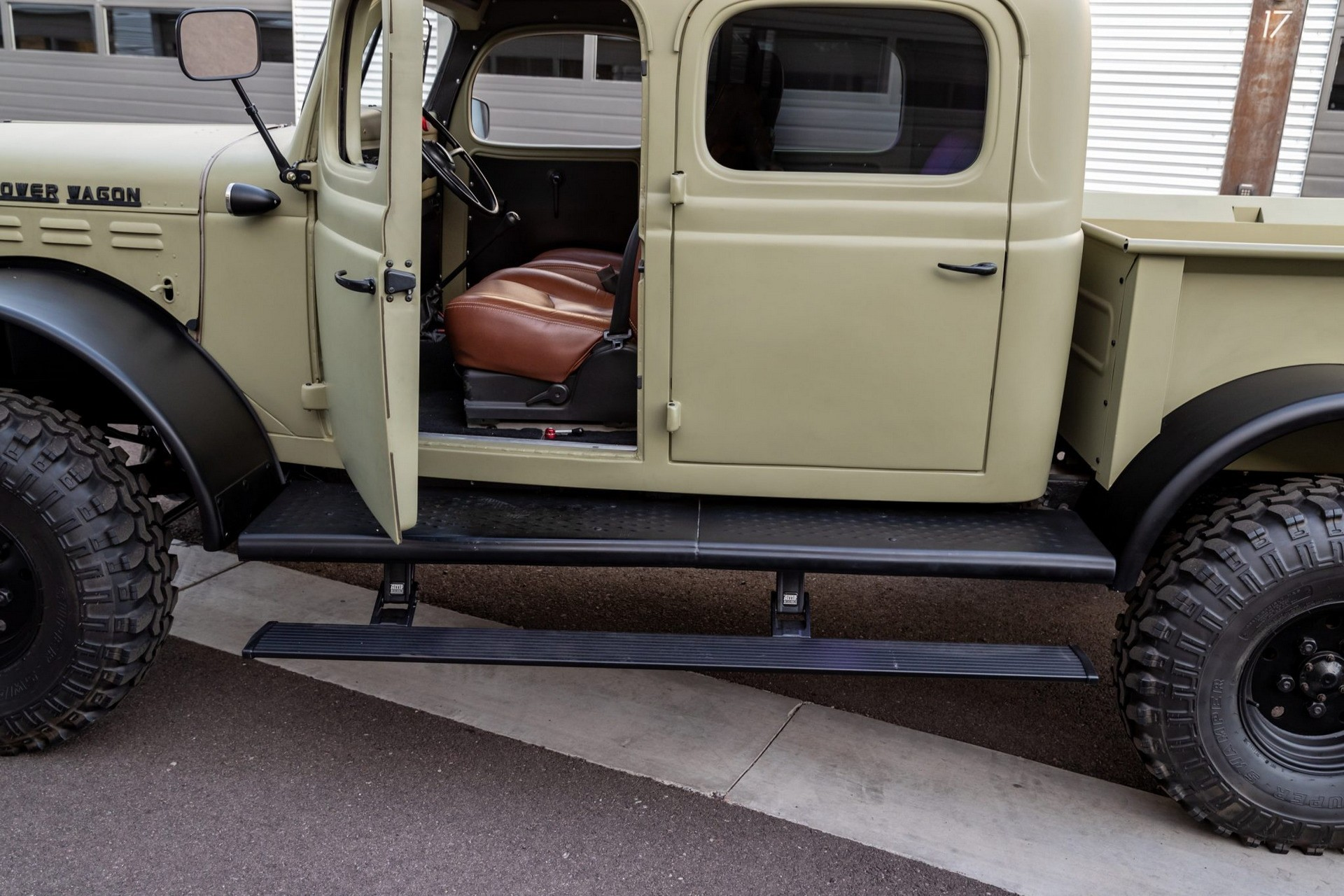 Крутой рестомод Dodge Power Wagon 1949 года