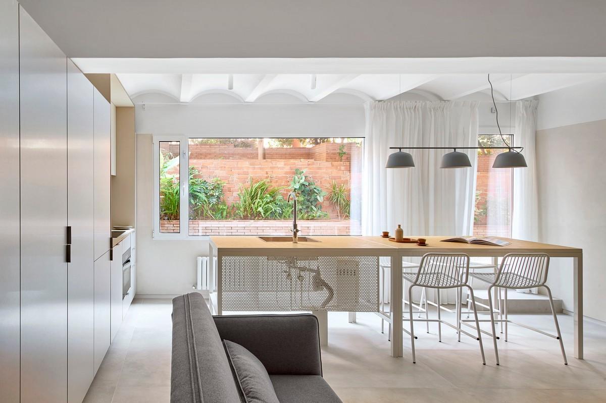 Небольшая квартира с внутренним двориком в Барселоне