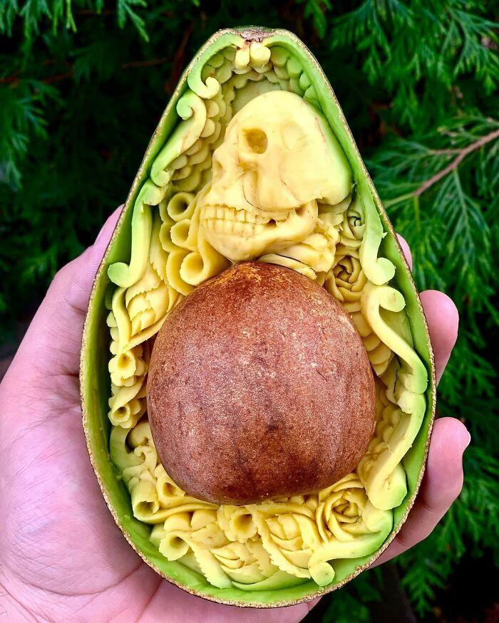 Восхитительные резные шедевры из авокадо от мастера по карвингу