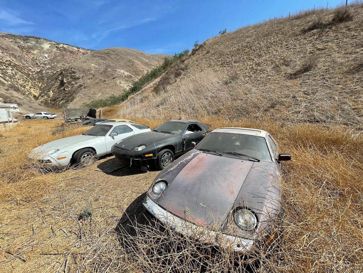 Кто-то выбросил 13 стареньких Porsche 928 в Калифорнии