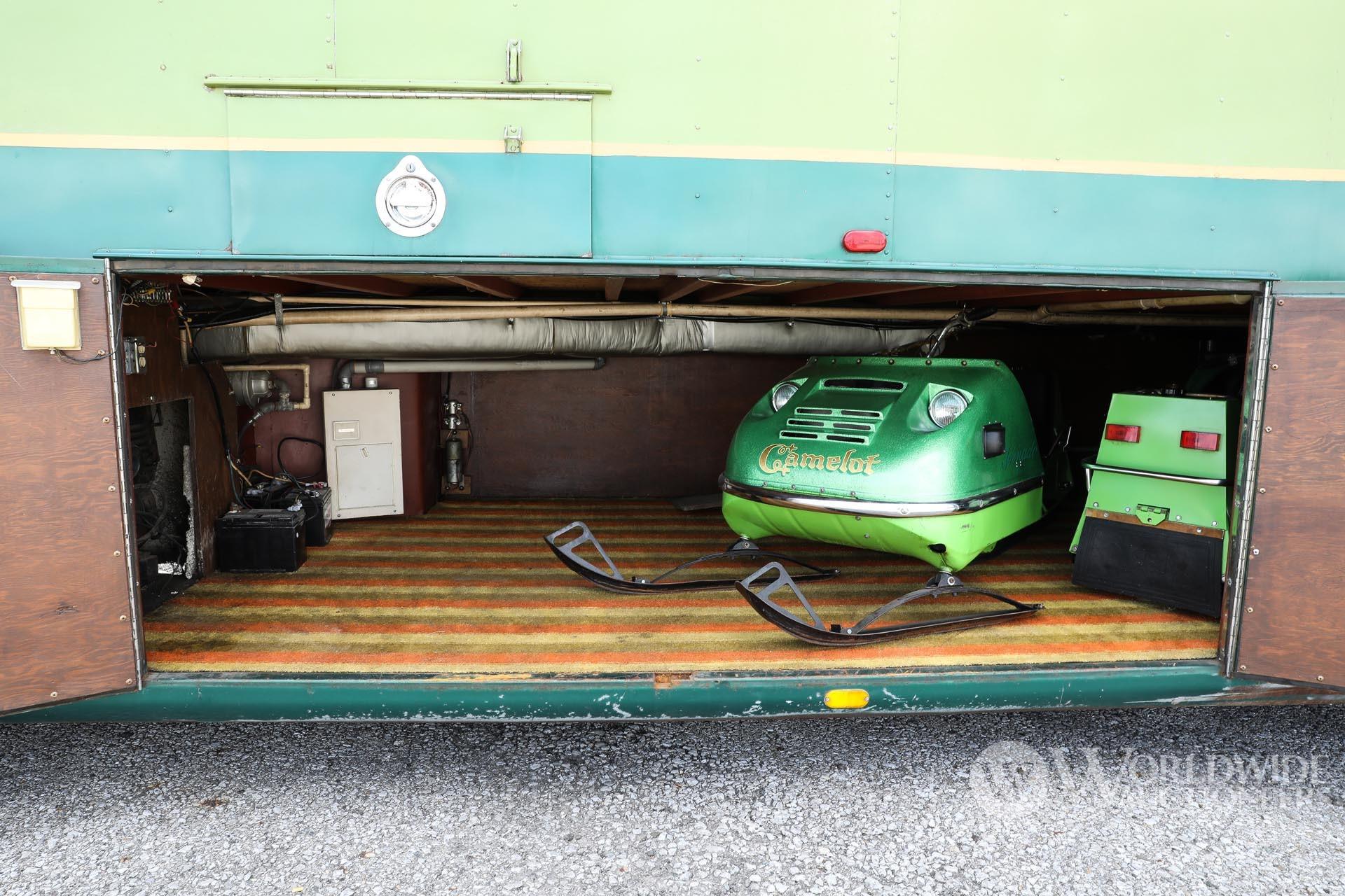 Редкий автодом Camelot Cruiser 1974 года с гаражом для снегоходов